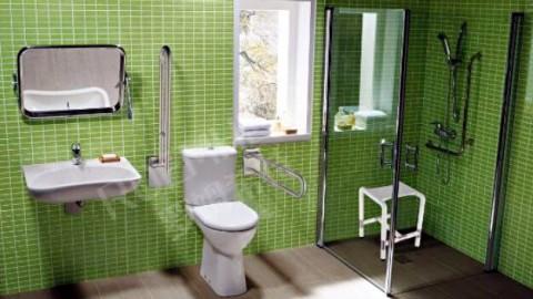 为双腿无法站立的人设计一个浴室